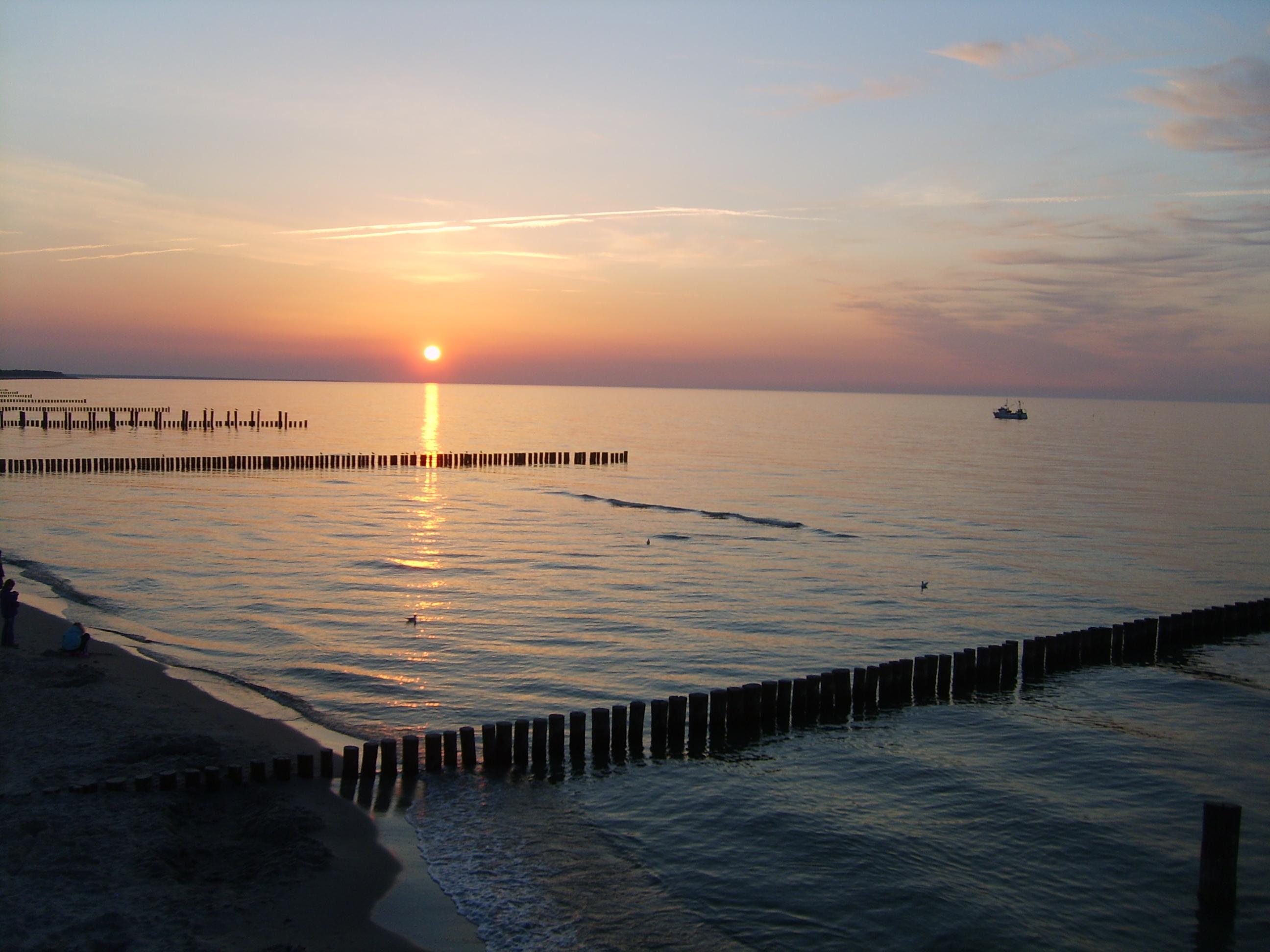 Der Sonnenuntergang am Strand ist ein gebührender Abschluss für jeden Tag