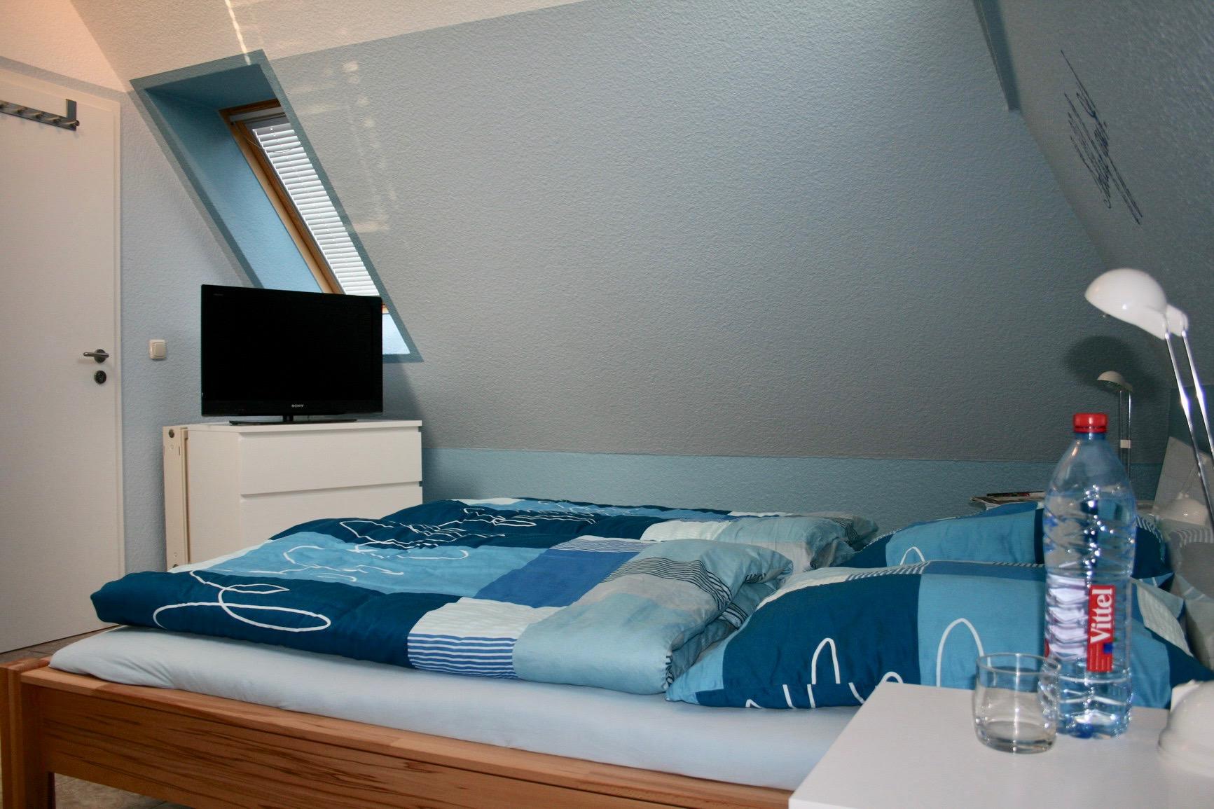 In dem maritim angehauchten Schlafzimmer sind die Nächte umso erholsamer